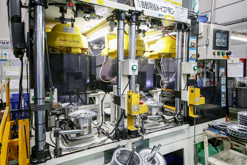 自動羽組みロボットライン